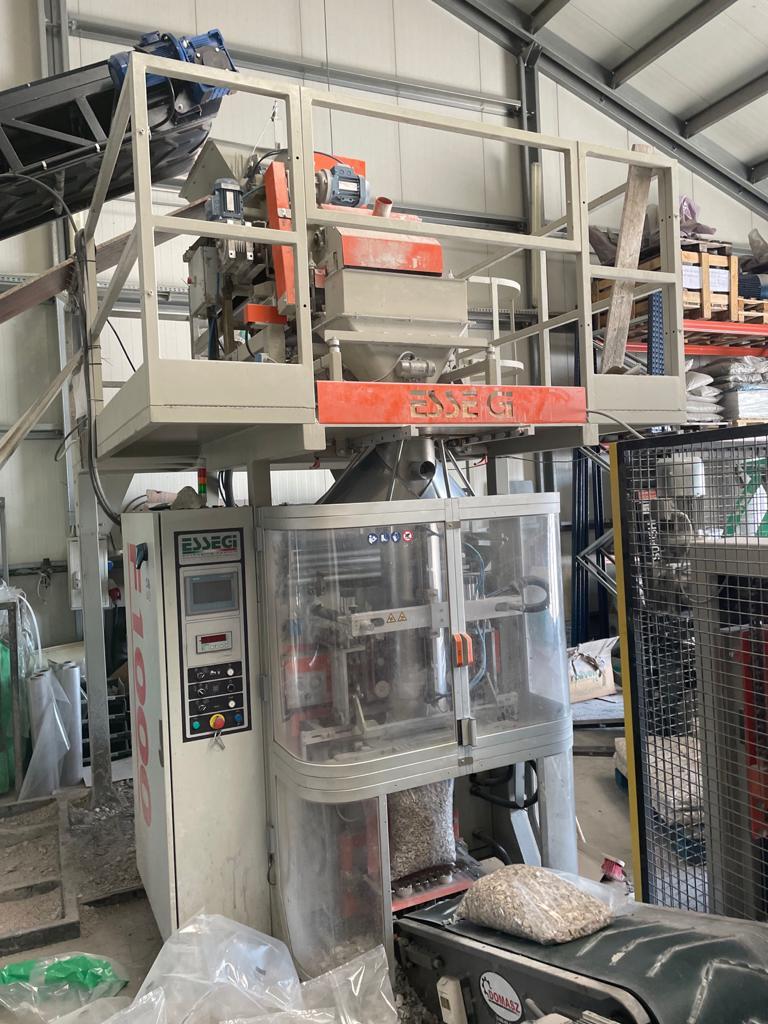 maszyna F1000  - Linia do pakowania: ekogroszku, kamienia, pelletu